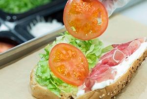 ファーストフードなのにヘルシー! 世界中で愛されるサンドイッチ店『サブウェイ』の人気の秘訣とは?!